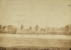 Hindu temples and ghat on the banks of the Jumna, Batesara 1003520